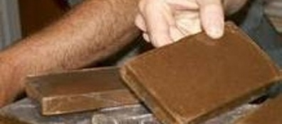 Scattano le manette per due spacciatori sequestrati in un casolare 7 kg di hashish