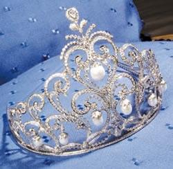 Domenica sfila la bellezza: 30 ragazze si contendono corona e scettro da Miss